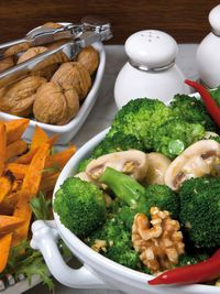 brokkoli walnuss salat mit s kartoffel sticks. Black Bedroom Furniture Sets. Home Design Ideas