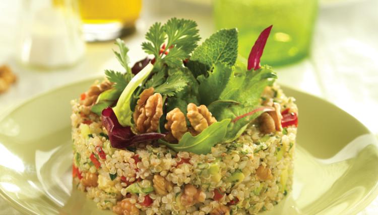 Südamerikanische Fiesta: Quinoa-Salat mit kalifornischen Walnüssen