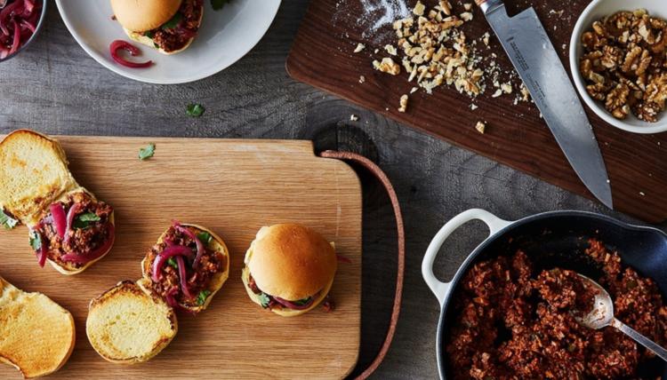It's Burger Time, Baby - Burger-BBQ mit kalifornischen Walnüssen