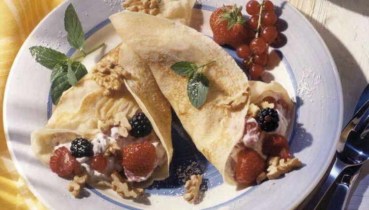 Crêpes mit Walnussquark und Obst