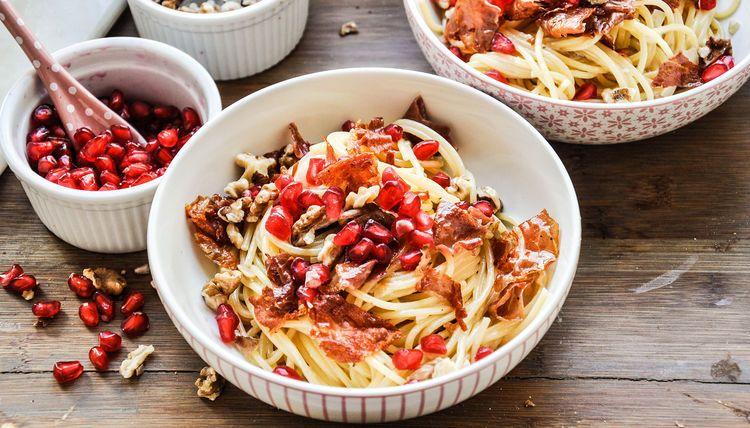 cwc_spaghetti-mit-granatapfelkernen-und-proscitto_rezept-von-tiny-spoon