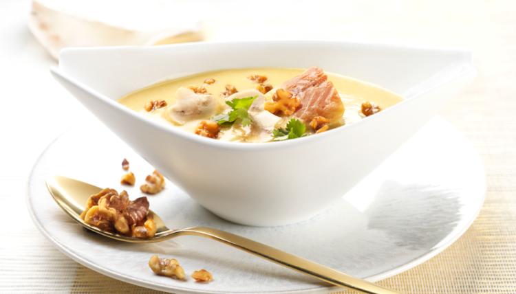 Winter Ade! Kartoffel-Champignon-Suppe mit Walnüssen