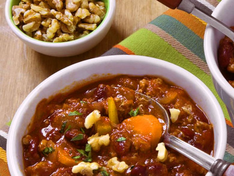 Feuriges Chili mit Walnüssen