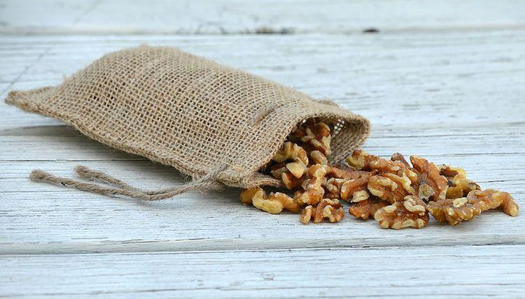 Eine Handvoll Nüsse hilft gegen Gewichtssteigerung.