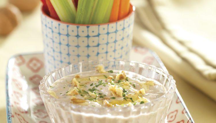 Gemüsesticks mit Jogurt-Walnuss-Dip