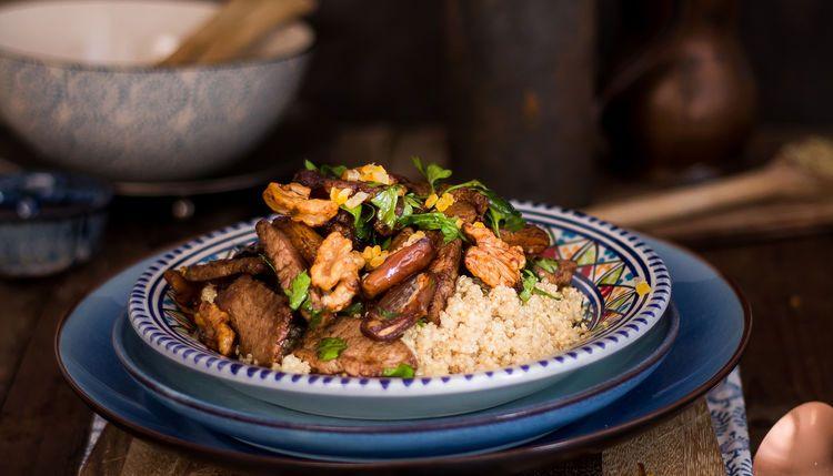 Quinoa Lamm Pfanne mit Walnüssen, Datteln und Aprikosen