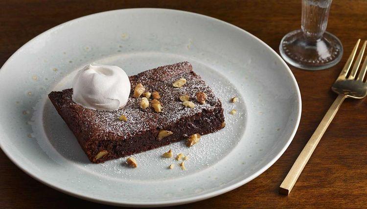 Brownies mit Walnüssen und Walnusssahne