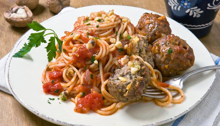 Spaghetti mit Walnuss-Fleischbällchen
